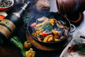 Сковородка с бараниной и овощами
